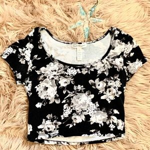 Flattering black and gray floral crop top S